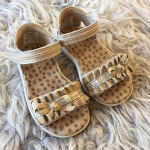 Striderite leather gold tone baby sandals size 4